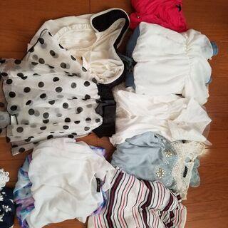 お洋服たくさんあります(´꒳`*)