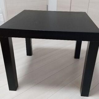 IKEA のテーブル