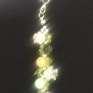 ハンドメイド、お花のパワーストーンストラップ