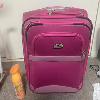 スーツケース ピンク色