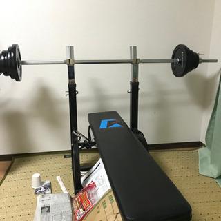 バーベルと重り付きで、合計48キロくらいです。