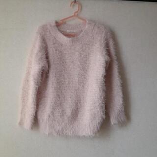 薄い色のピンクのセーター