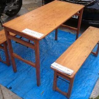 テーブルと椅子のセット