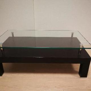 クラスティーナのガラステーブルです。