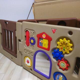 ドア、おもちゃ付き!ベビーサークル