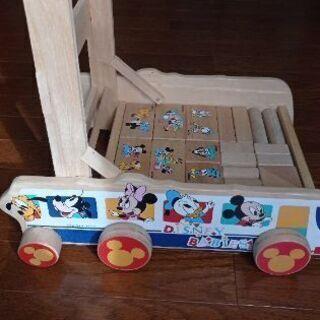 ディズニーの積み木と押し車