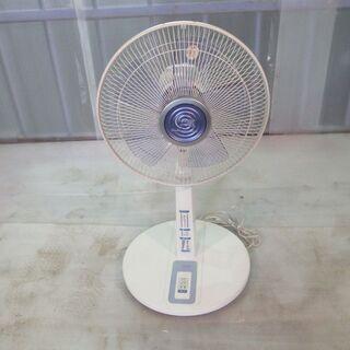 扇風機:HITACHI(風量・モード調整可、タイマー付き)