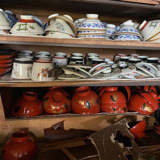 茶碗や保存瓶等。
