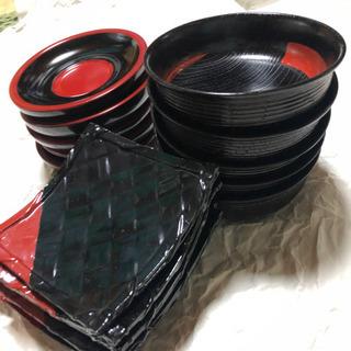 【無料】黒っぽい皿セット