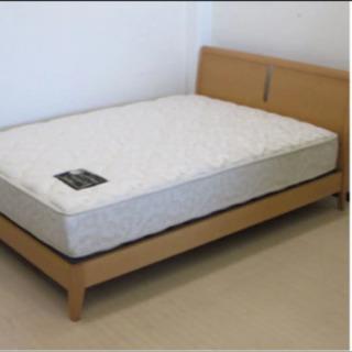 欧風デザイン大塚家具系・高級な木製セミダブルベッド