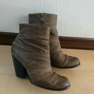 VINCE CAMUTOのブラウンのショートブーツ 24.5cm