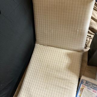 白い座椅子