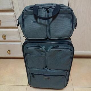スーツケースとカバン