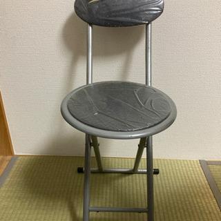 折りたたみ椅子②