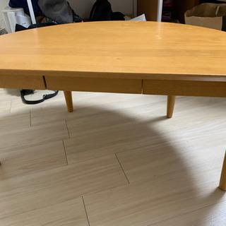 半円形のテーブル