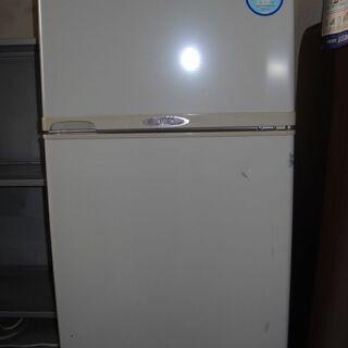 小型の冷蔵庫をお譲り致します。