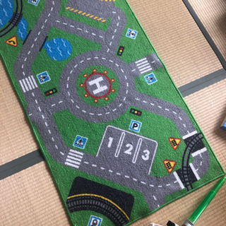 イケアIKEAのおもちゃマットと車セット