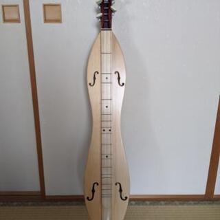 マウンテンダルシマー 日本ではなかなか手に入らない楽器です。
