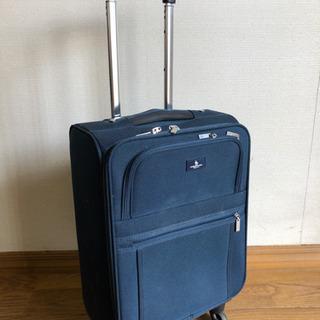 機内持ち込み可能なスーツケース(車輪付き)