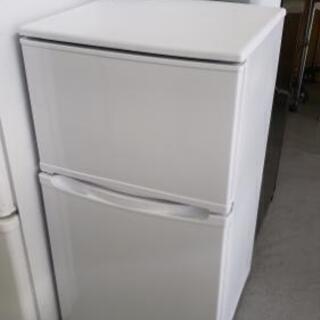 【2ドア冷蔵庫】小型でも結構入ります♪玄関前のセカンドにも是非!