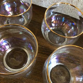 涼しげなグラス4個