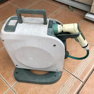 コンパクトホースリール (カインズ) 巻きながら洗える自動巻取りタイプ