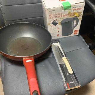 t-fal炒め鍋、電気ケトル (受け渡し予定者あり)