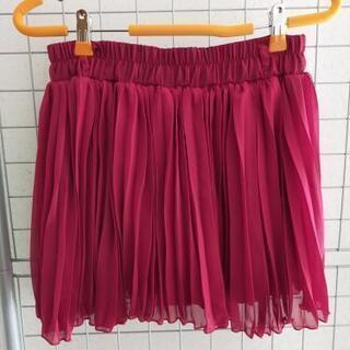 素材綺麗め赤ミニスカート!