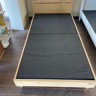グランツ製のシングルベッドです!これまた15800円で販売します...