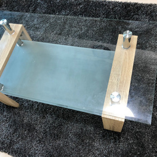 木とガラスのテーブ