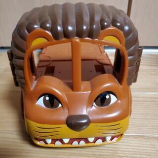 ライオン型荷台付き車