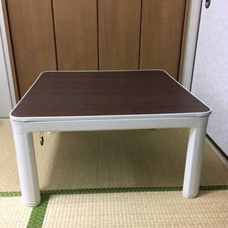コタツ ニトリ 正方形テーブル 白 茶 ご希望があれば掛け布団も