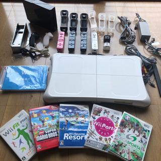 Wii本体とリモコン、ヌンチャク、ソフト5個など