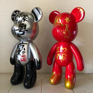 中国で買ったベアブリック風人形2体セット