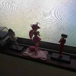 女の子の3体フィギアセット