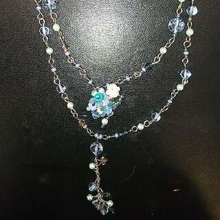 青いお花のネックレス