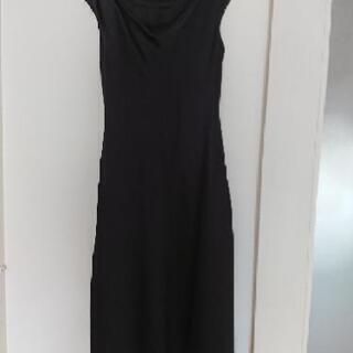 クルールバルブの黒ドレス