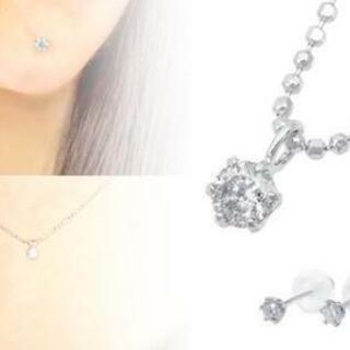 天然ダイヤのネックレスとピアスのセット