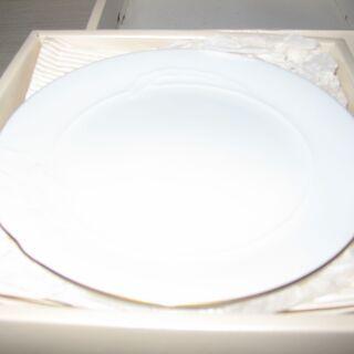 白い皿 Pierre cardin