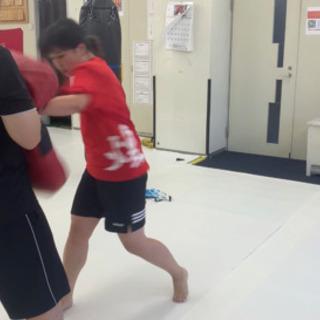 キックボクシングで運動不足解消、ストレス発散、日常では味わえない...