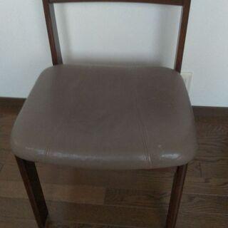 椅子 4脚 中古品(キズ等あり) しっかりした造りでまだま…