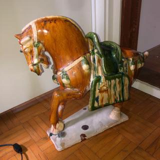 (キャンセルされました。再開します)大きい陶器の馬