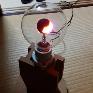 太陽のコロナをイメージして動く電球