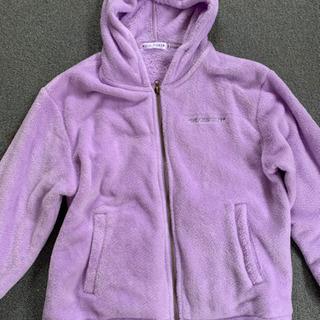 紫色のパーカー