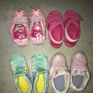 女の子靴の画像