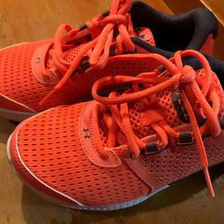 アンダーアーマーの靴22.5センチ