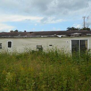 トレーラーハウス 約11坪 浴槽、トイレ、洗面台、キッチンを装備...