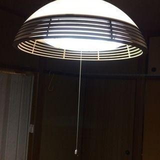 レトロ アンティークな照明器具 木目調の蛍光灯