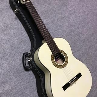 白いガットギター