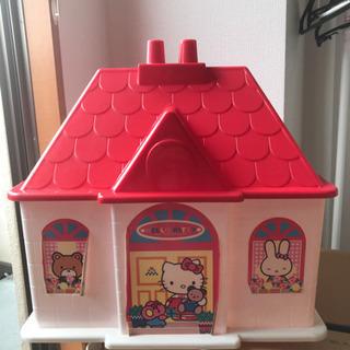 キティーちゃんお家の形おもちゃ箱